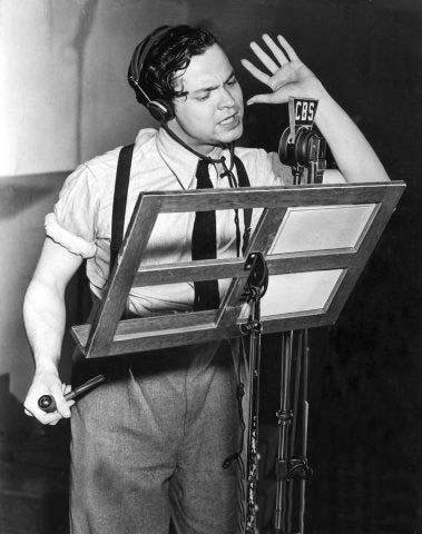 1938_Orson_Welles_radio.jpg